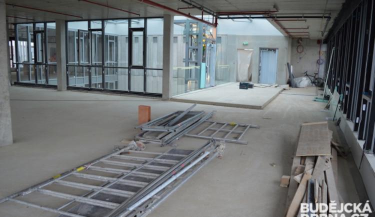 Stavební práce na parkovacím domě v ulici F. A. Gerstnera
