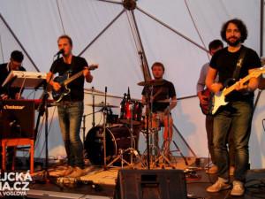 První sobotní koncert odehrála kapela Dalekko
