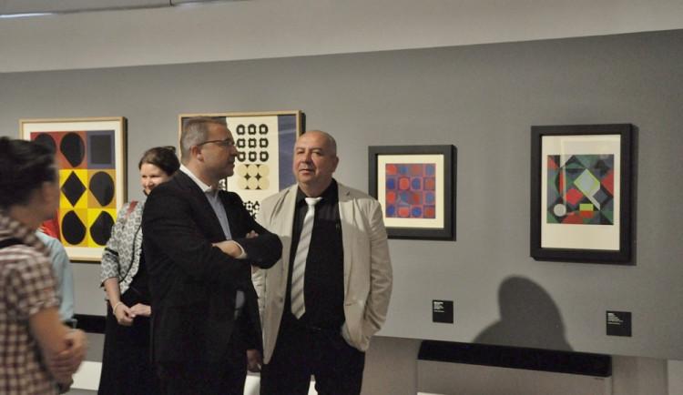 Vernisáž zahájila výstavu Victora Vasarelyho v Alšově jihočeské galerii