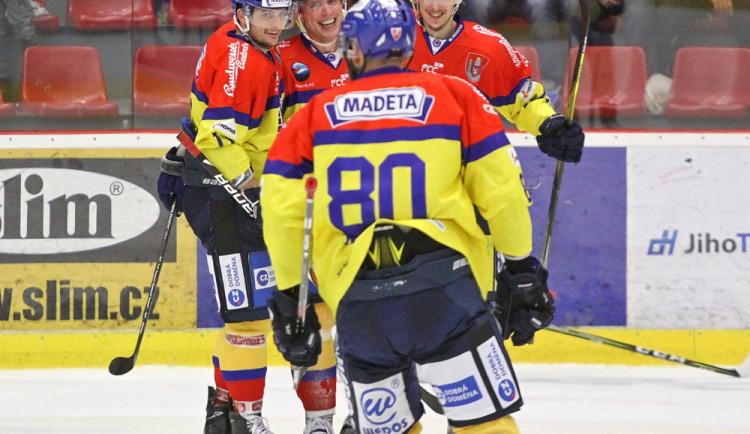 Kuriózní gól na 3:1 byl připsán Petr Vampolovi, který z rohu nahazoval kotouč před prázdnou branku soupeře