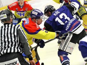 Vhazování mezi hokejky Vampoly a Ráce