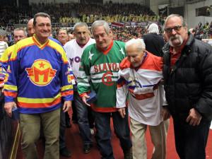 Hokejové legendy pohromadě. Zleva Jaroslav Korbela, Jaroslav Pouzar, Josef Pártl a Václav Lenc