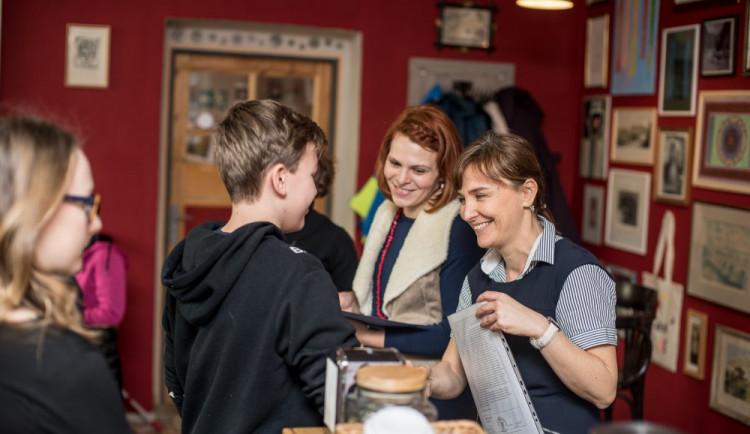 Předávání vysvědčení na montessori škole