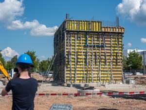 Otevření parkovacího domu a zahájení stavby vývojového centra společnosti Robert Bosch