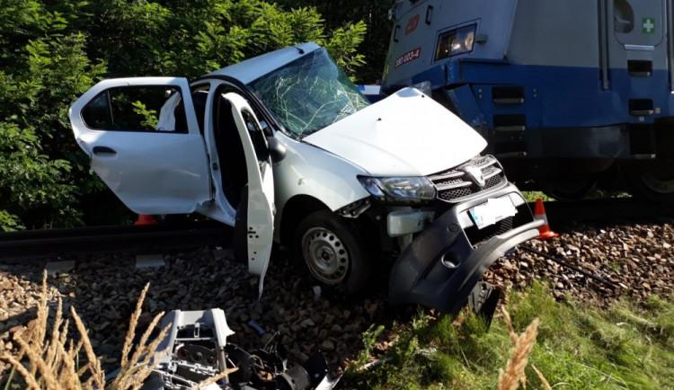 Nehoda vlaku a auta u Kamenného Újezdu si vyžádala jednu oběť