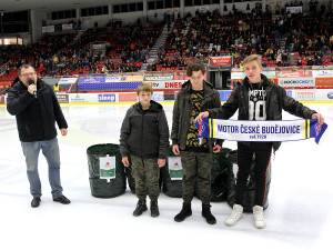 Dárky, které fanoušci přinesli na zimní stadion v rámci třetího ročníku Charitativního týdne Chance ligy, klub věnoval dětem z Dětského domova v Boršově nad Vltavou