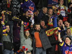 Nadšené publikum vidělo sedm domácích gólů