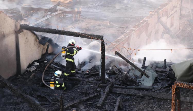 FOTO/VIDEO: Požár pily v Mirkovicích minutu po minutě