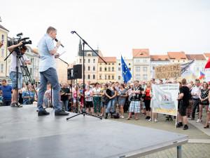 Budějcké náměstí znovu zaplnily stovky lidí.