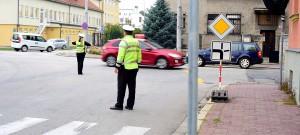 Průjezd křižovatky mezi ulicemi B. Němcové a L. B. Schneidera ...