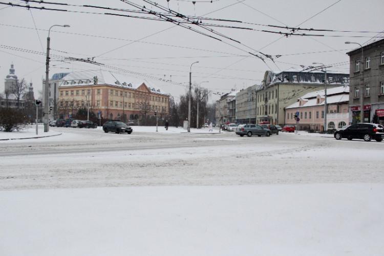 Zasněžená křižovatka u Senovážného náměstí